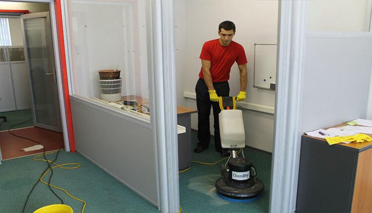Химчистка (чистка) ковролина в офисе